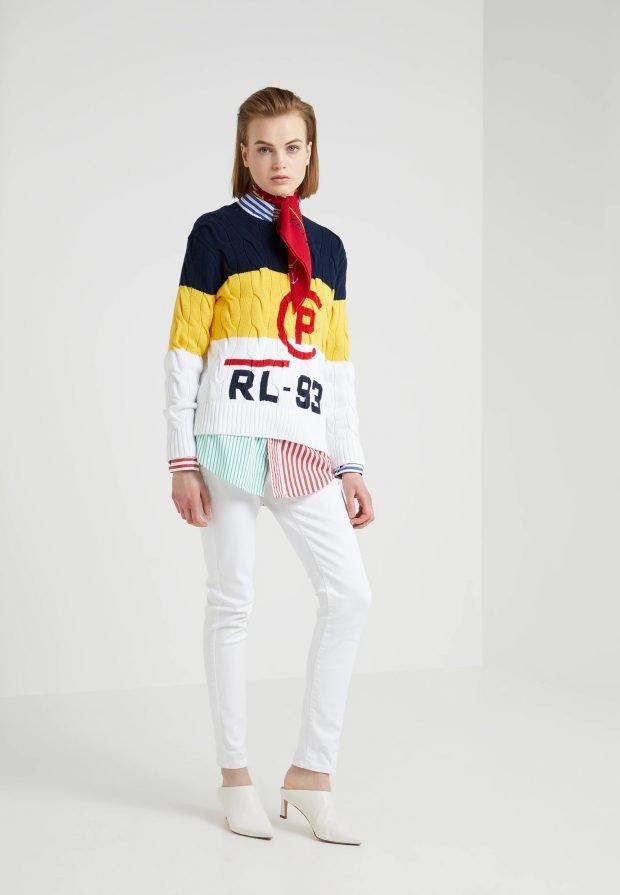 стильные образы весна-лето: свитер в полоску под белые джинсы