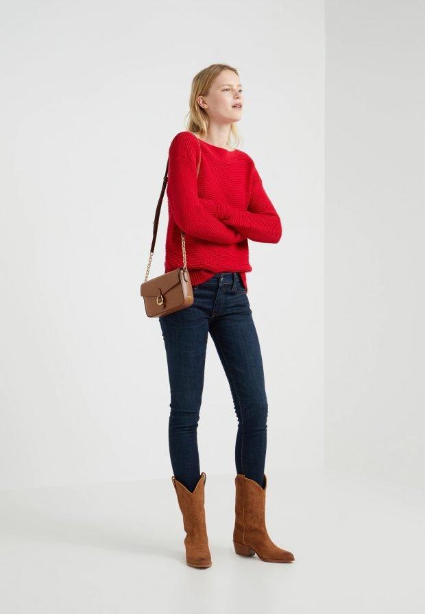 стильные образы весна-лето: красный свитер под джинсы