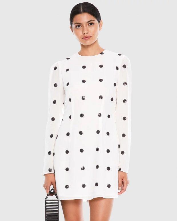 прямое платье белое в черный горошек