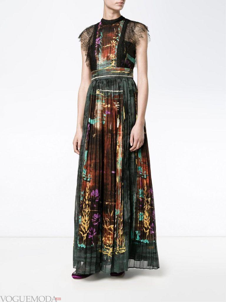 длинное выпускное гофрированное платье с принтом