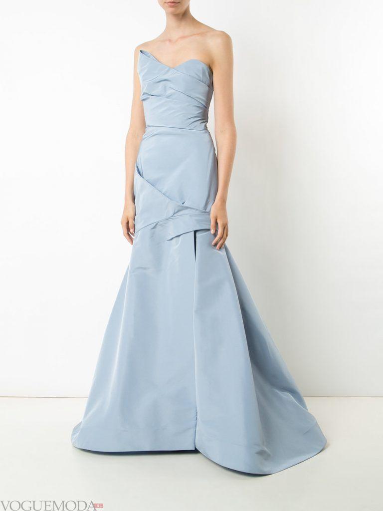 длинное выпускное платье бандо голубое