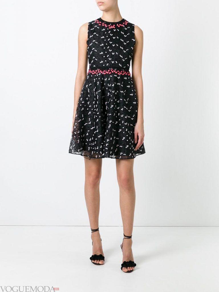 короткое выпускное пышное платье с принтом