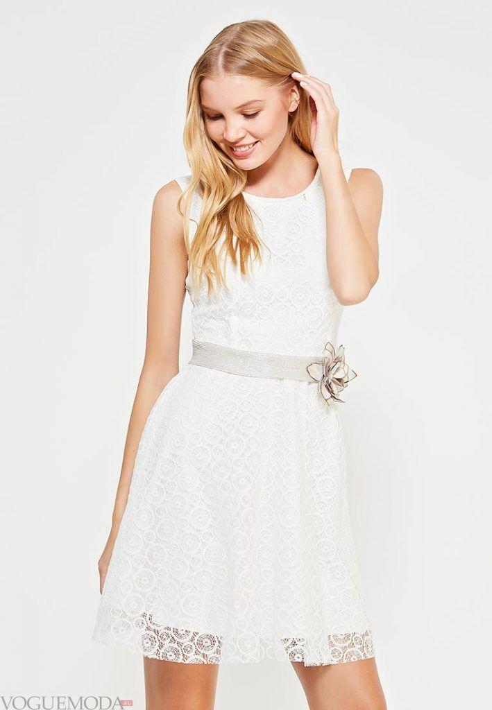 короткое выпускное платье с поясом белое