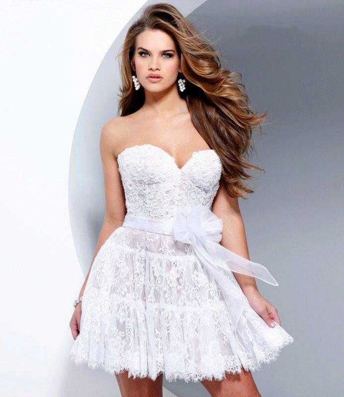 короткое выпускное платье с поясом светлое