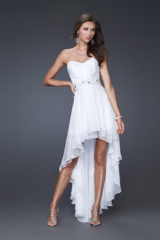 короткое выпускное платье с поясом и декором