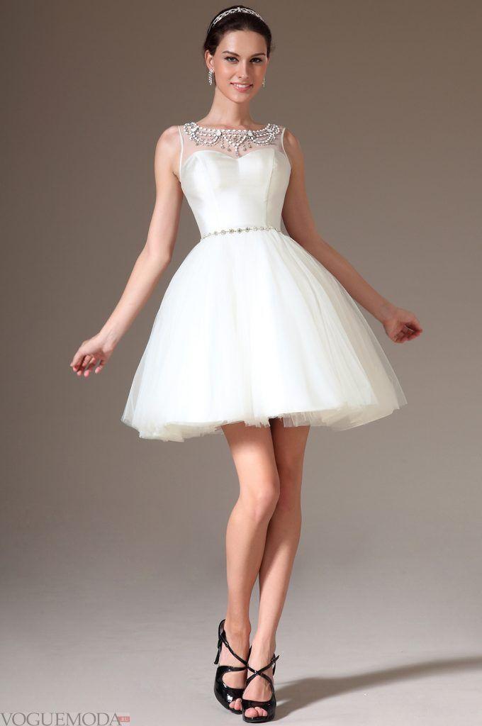 короткое выпускное платье с поясом и кружевом