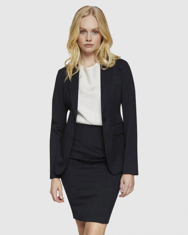 женский костюм 2021: черный белая блузка