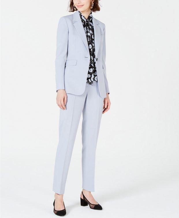 светло-голубой под блузку