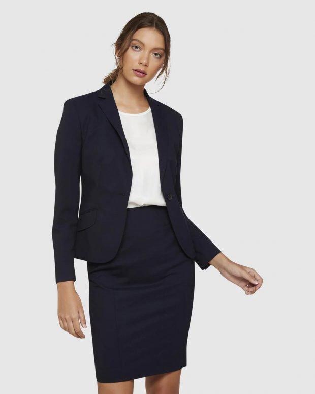 женский костюм 2020: темный с юбкой
