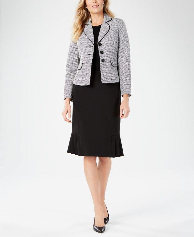 серый пиджак клетка с черной юбкой