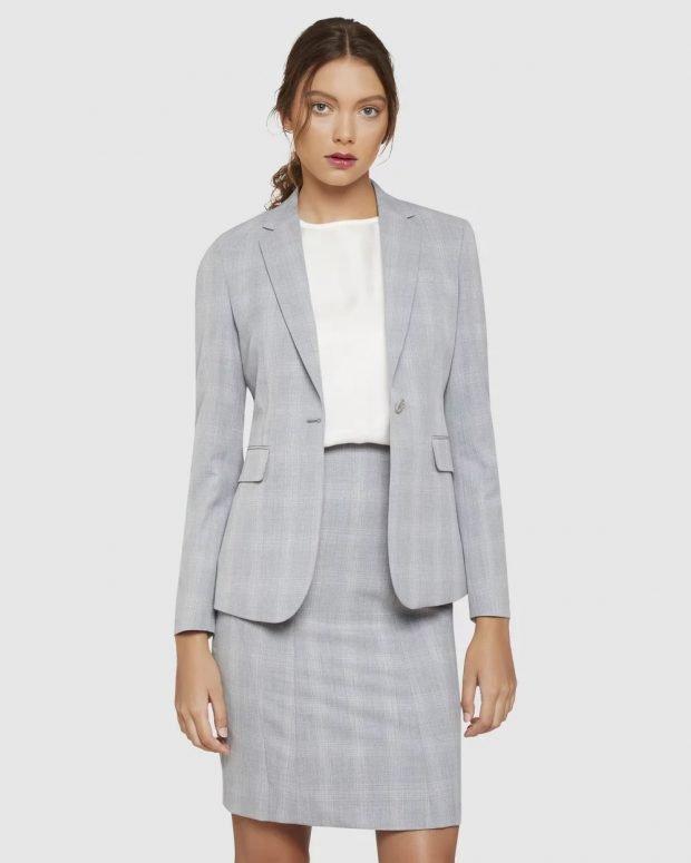женский костюм 2020: серый в клетку с юбкой