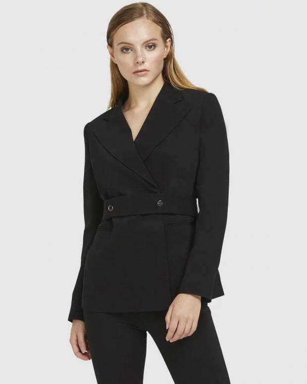 женский костюм 2020 2021: черный с поясом