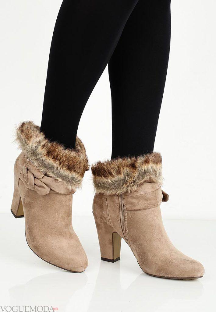 бежевые замшевые ботинки с мехом с чем носить