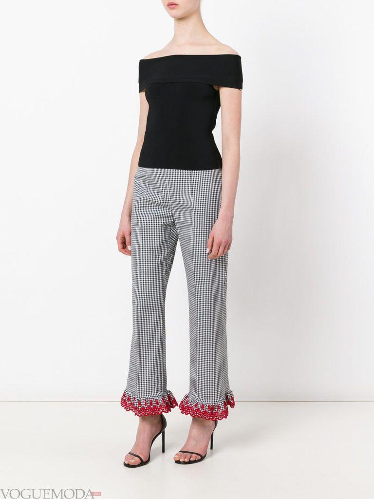 женские брюки в клетку с декором