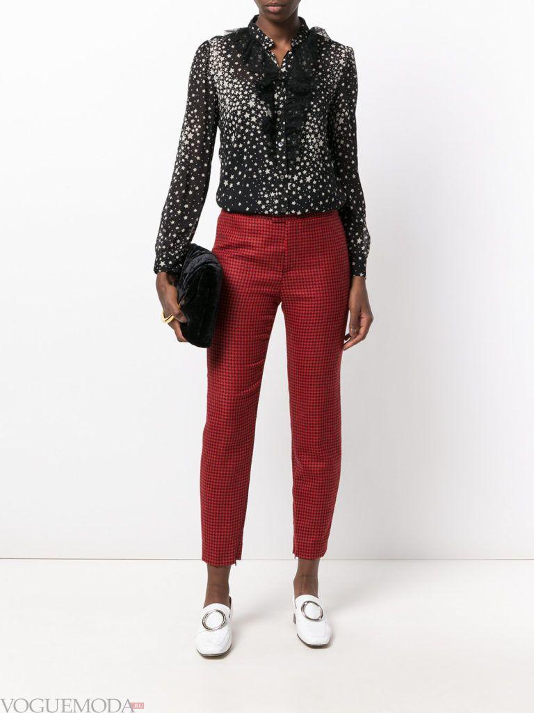 женские брюки в клетку красные
