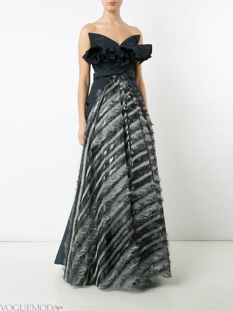 новогоднее платье для корпоратива в ресторане с декором