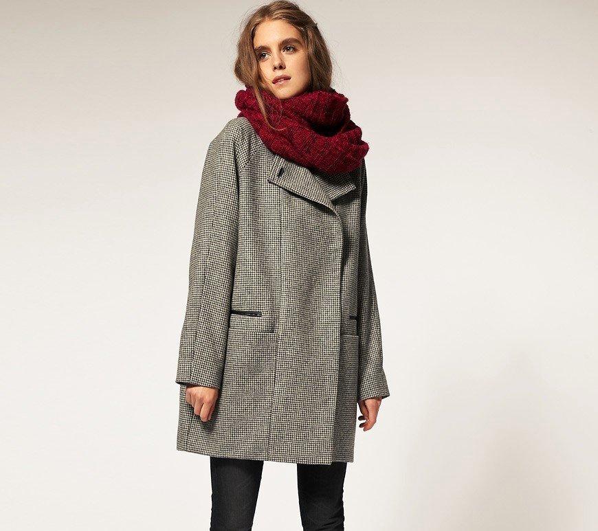 палантин с пальто бордо