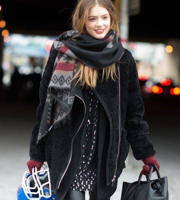 палантин с пальто темный