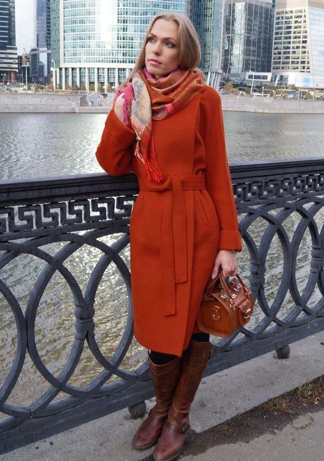 палантин с цветным пальто
