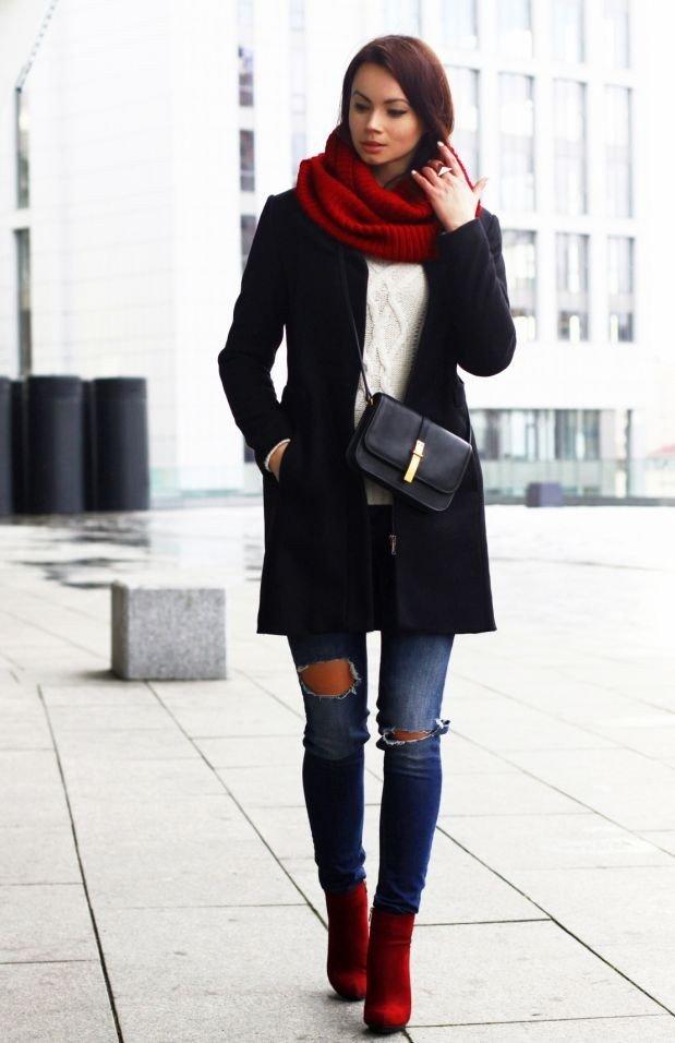 палантин с темным пальто