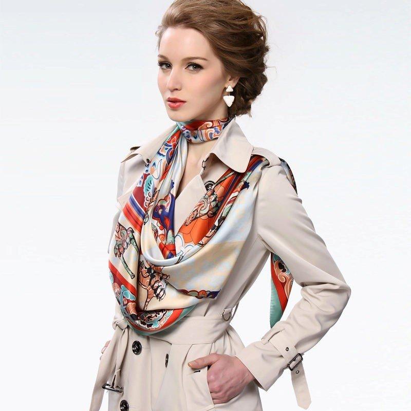палантин с пальто яркий