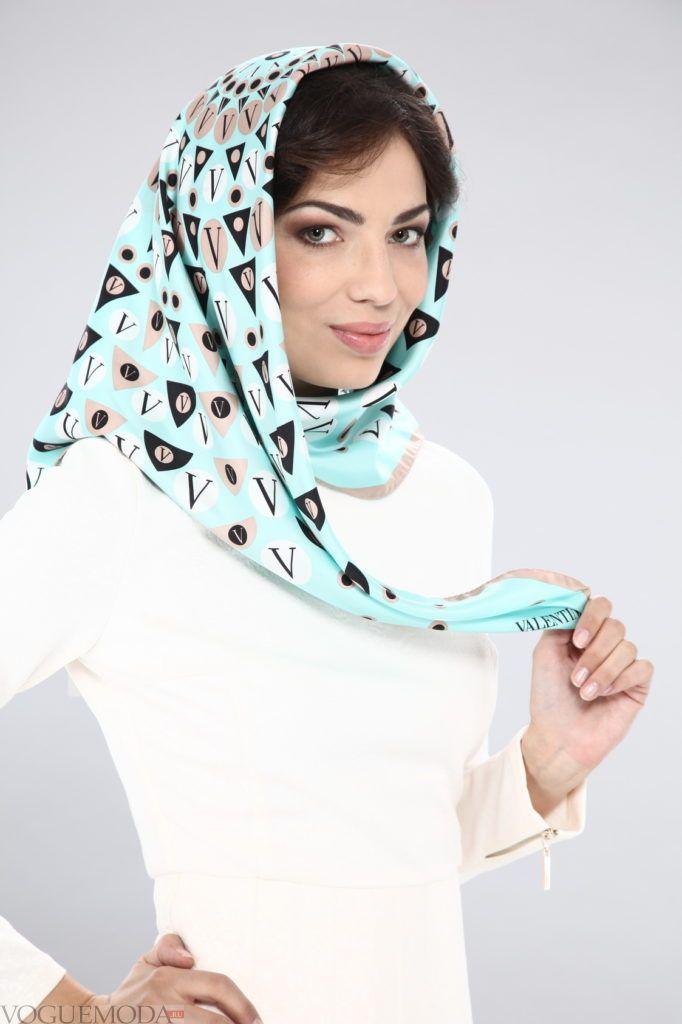 платок с челкой голубой