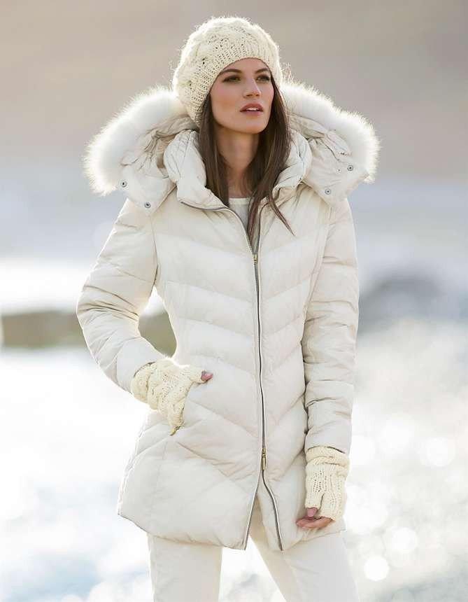 шапка белая с курткой с меховой опушкой
