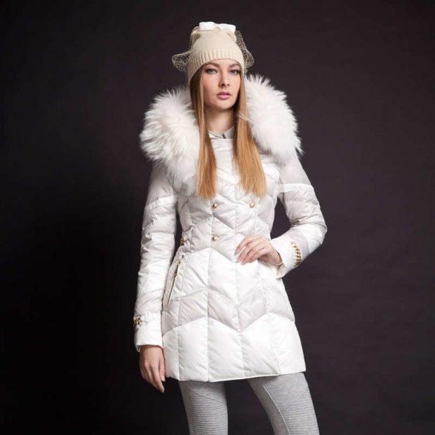 шапка с курткой с меховой опушкой бежевая