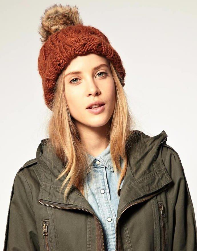 лук коричневой шапки с курткой