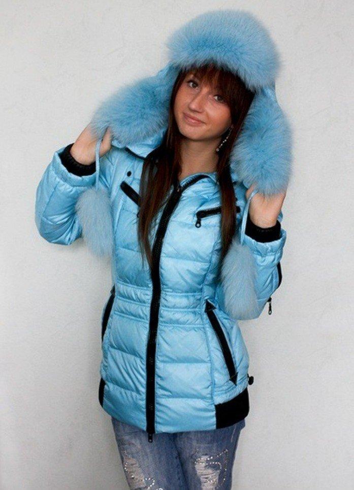 лук шапки с голубой курткой