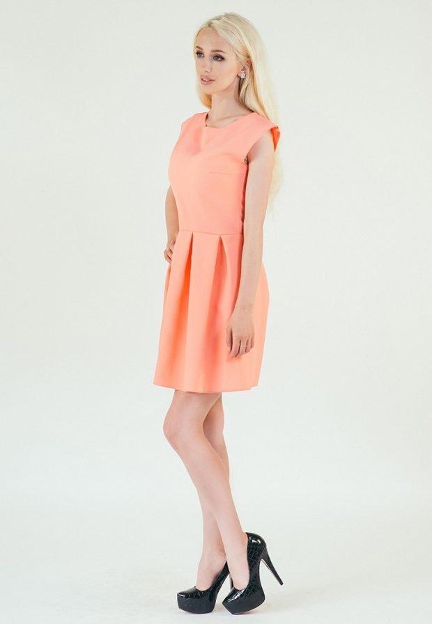 платье клеш без рукавов выше колена