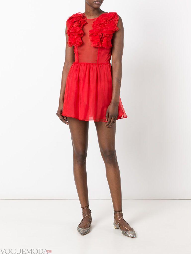 с чем носить коралловое платье с рюшами фото