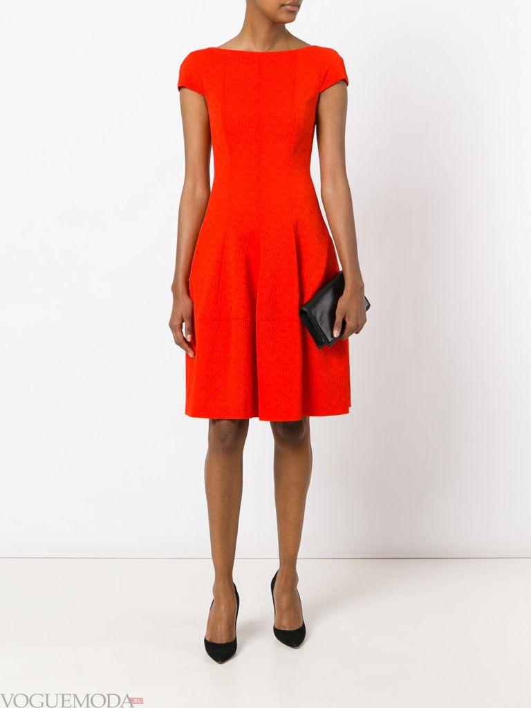 с чем носить коралловое платье с коротким рукавом фото