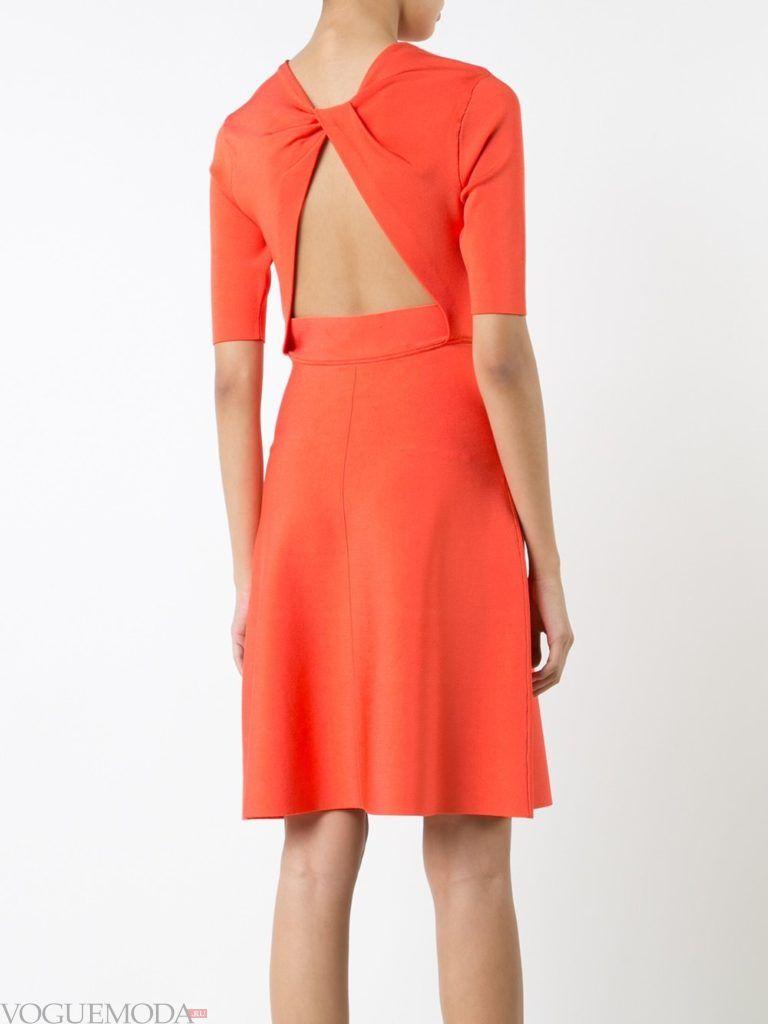 с чем носить коралловое платье с открытой спиной