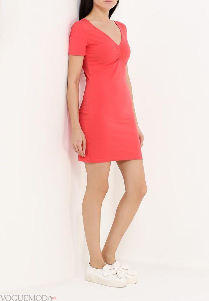 с чем носить коралловое платье короткое с коротким рукавом фото
