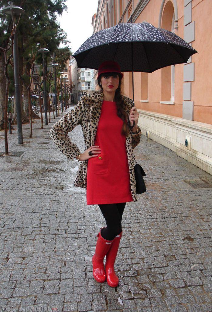 резиновые красные сапоги с платьем