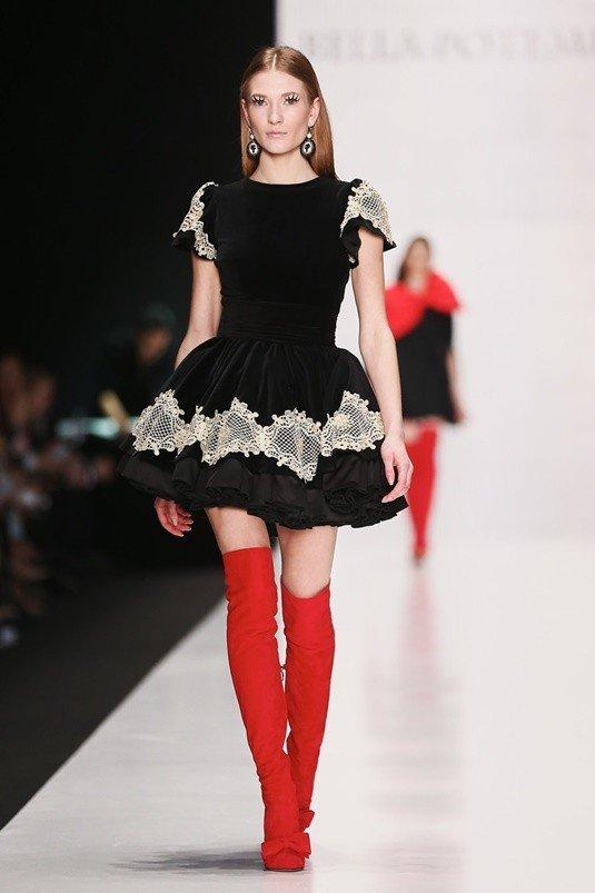 замшевые красные сапоги с платьем