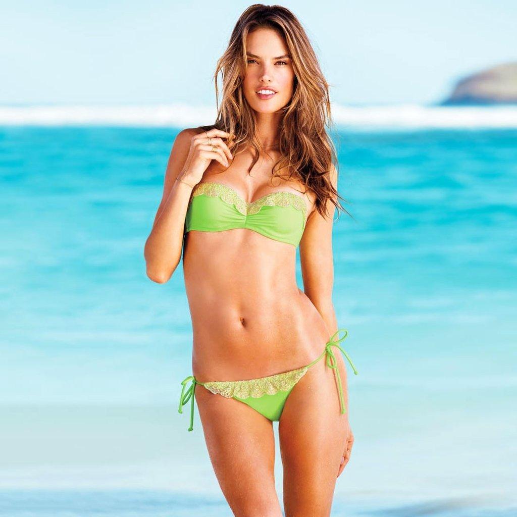 купальник «Бандо» от Victoria's Secret зеленый