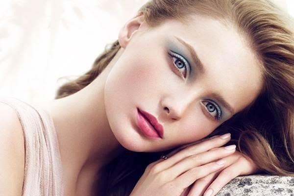 летний макияж сияющая кожа цветной