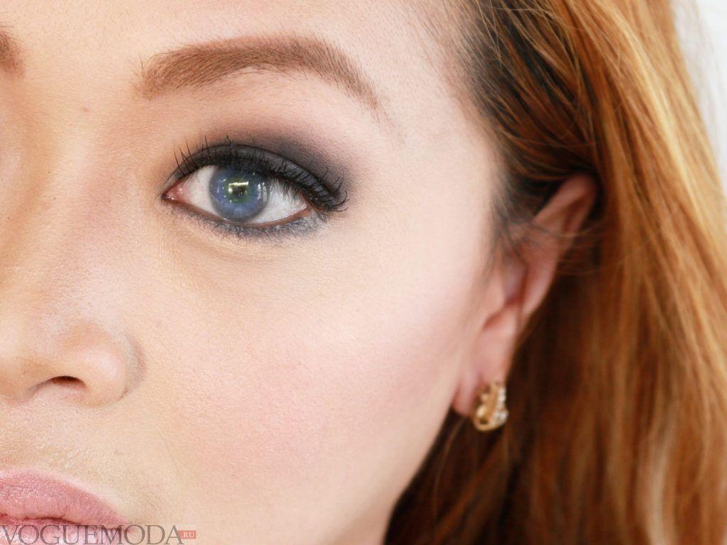 черный макияж для русых волос и голубых глаз