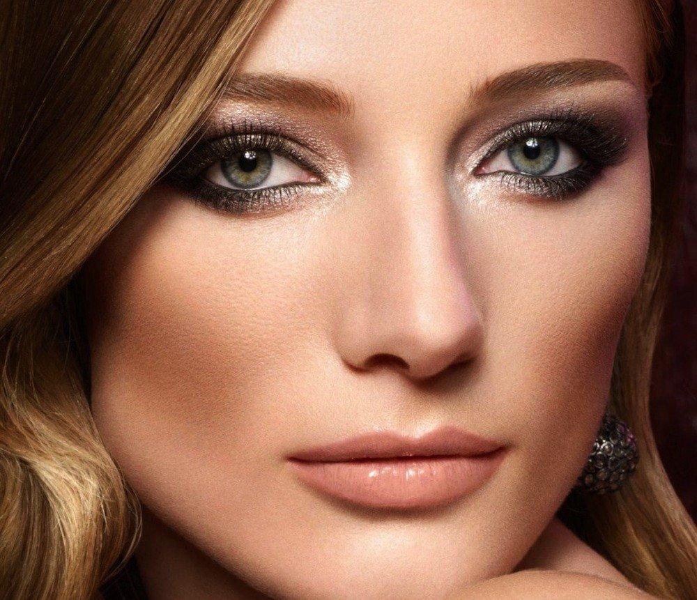 монохромный макияж для русых волос и голубых глаз темный