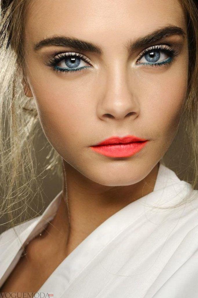 макияж для голубых глаз и русых волос модный