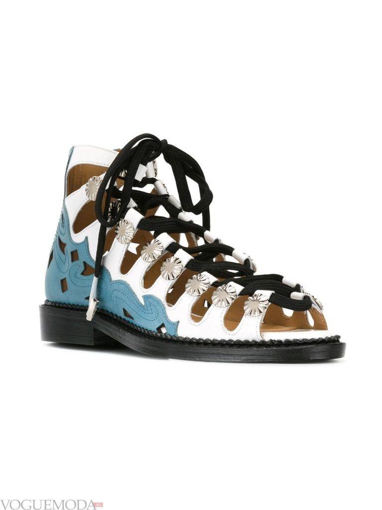 сандалии со шнуровкой