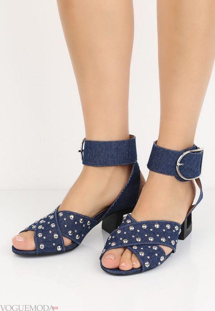 женские босоножки на квадратном каблуке синие