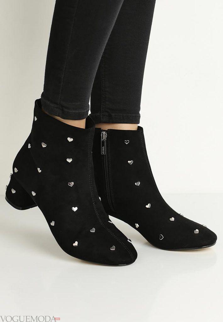 женские ботинки на квадратном каблуке с декором