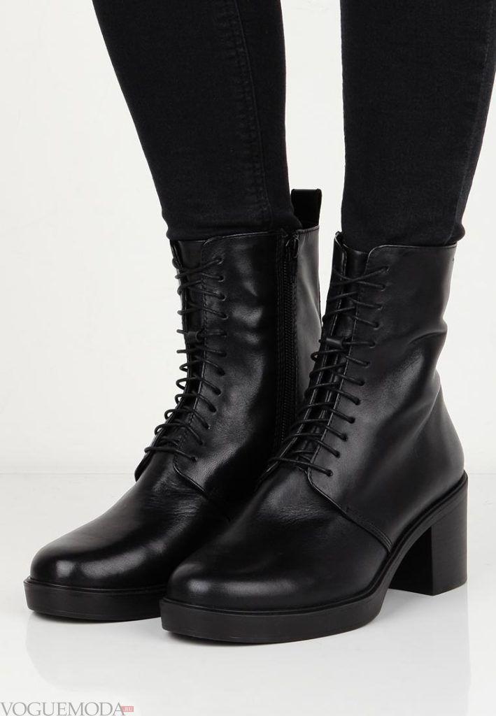 женские ботинки со шнурками на квадратном каблуке с декором