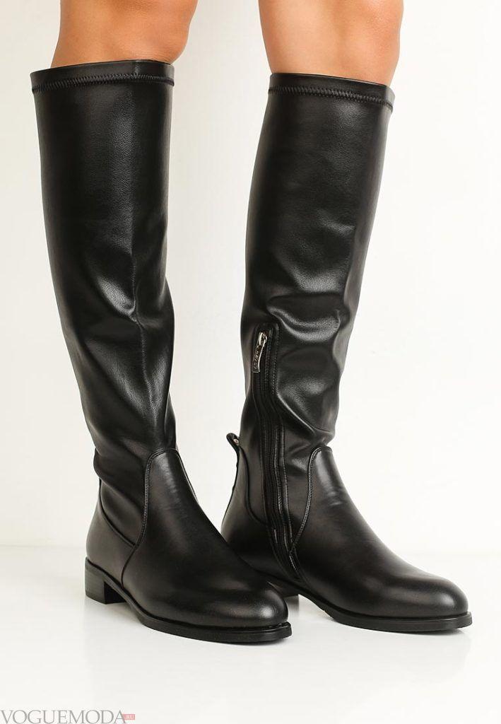 женские сапоги на низком каблуке черные