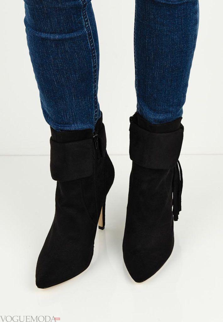 женские замшевые ботинки с бахромой