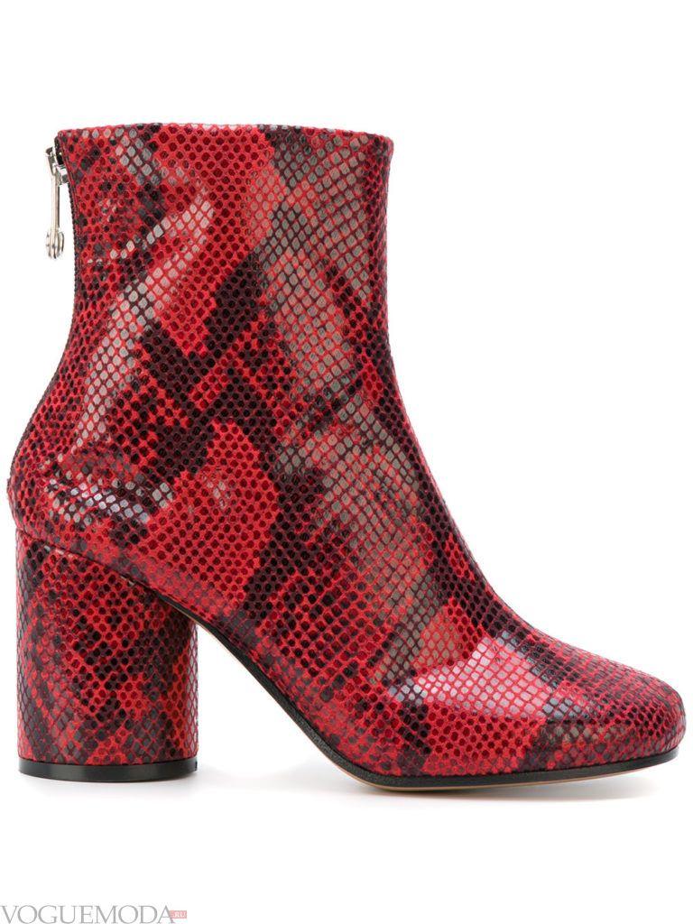 ботинки со змеиным принтом красные