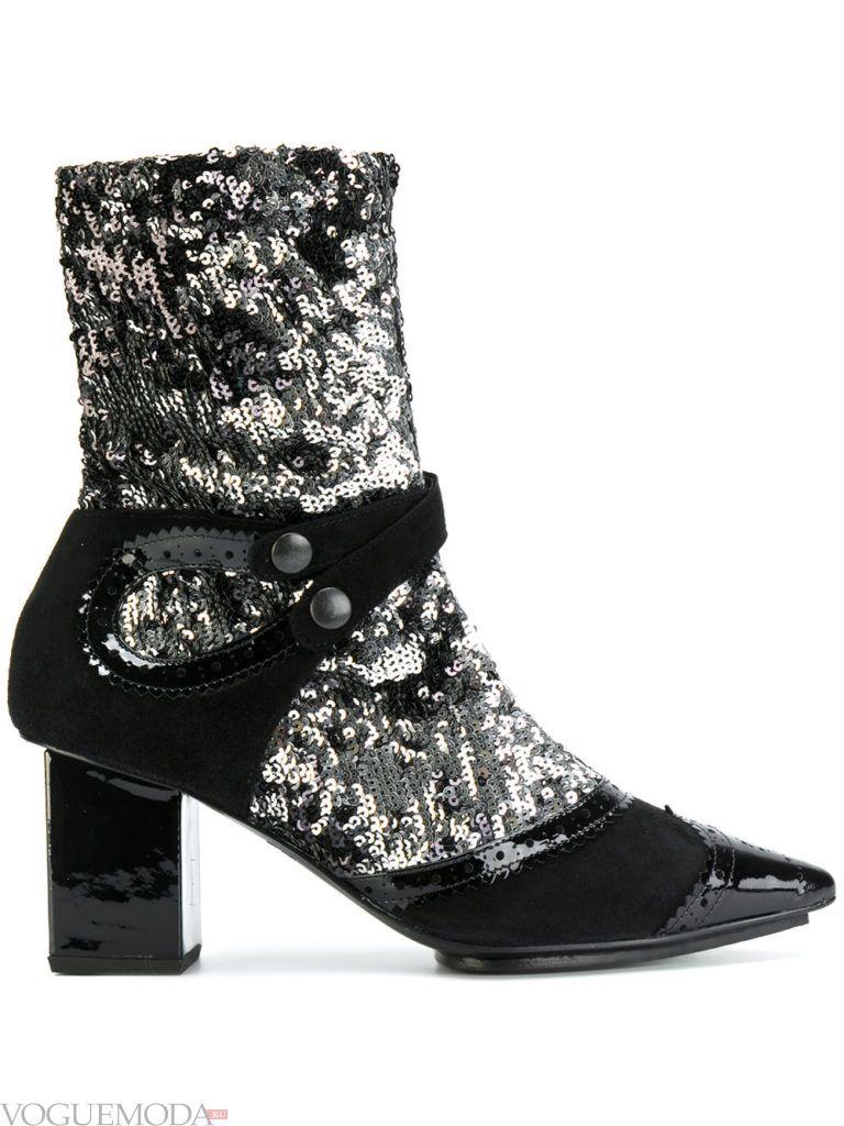 ботинки на массивном каблуке с декором